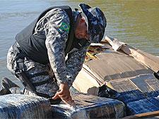 Polícia apreende barco com produtos contrabandeados no Paraná
