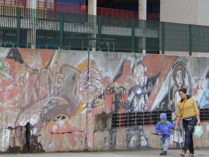 Rachadura no muro do CEU São Mateus, na zona leste de São Paulo