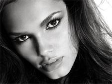 Modelo goiana é aposta mundial de grife de cosméticos dos EUA