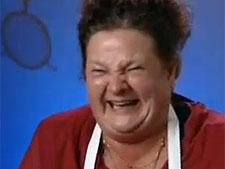 Mulher tem ataque incontrolável de riso