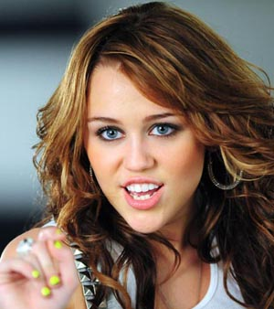 https://i2.r7.com/data/files/2C92/94A4/262D/085F/0126/2E71/8060/3EBD/miley-cyrus-m-200100114.jpg